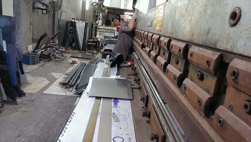 Lắp thước quang máy chấn tôn Công Ty Inox Hoàng Kim 7