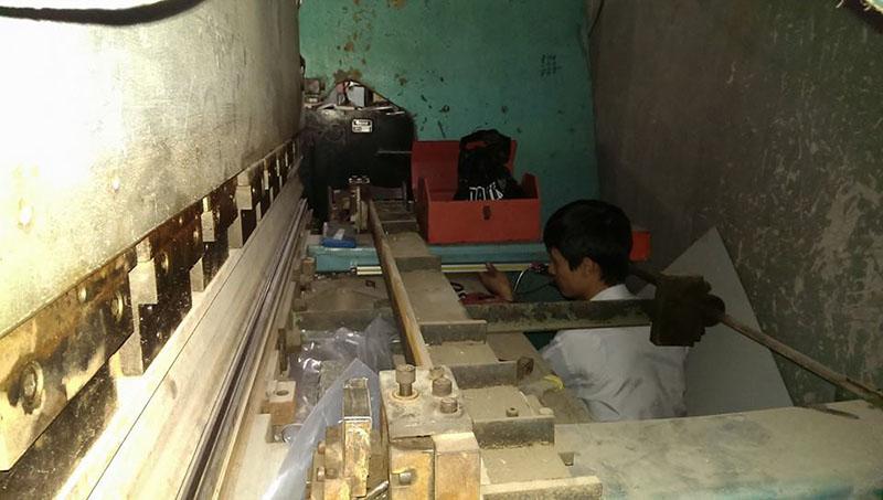 Lắp thước quang máy chấn tôn Công Ty Inox Hoàng Kim 9