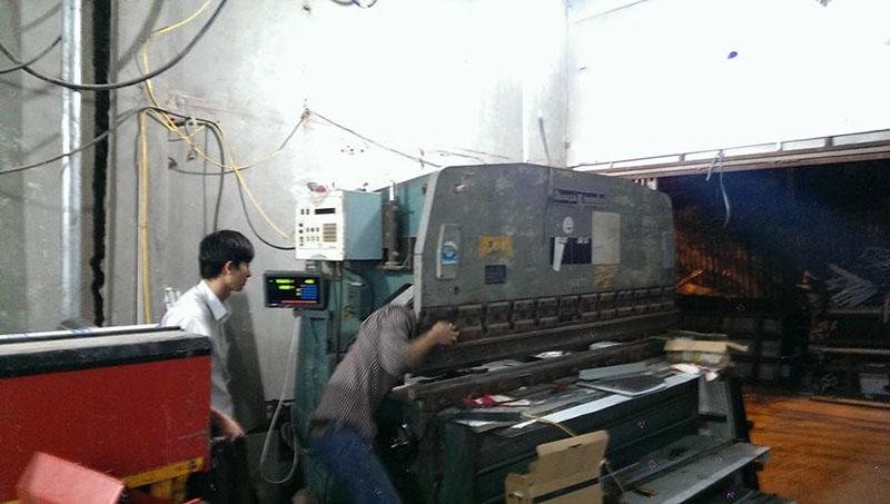 Lắp thước quang máy chấn tôn Công Ty Inox Hoàng Kim 12