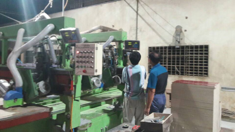 Lắp thước quang máy cưa gỗ Công Ty TNHH Đồ Gỗ Gia Dụng Màu Xanh 1