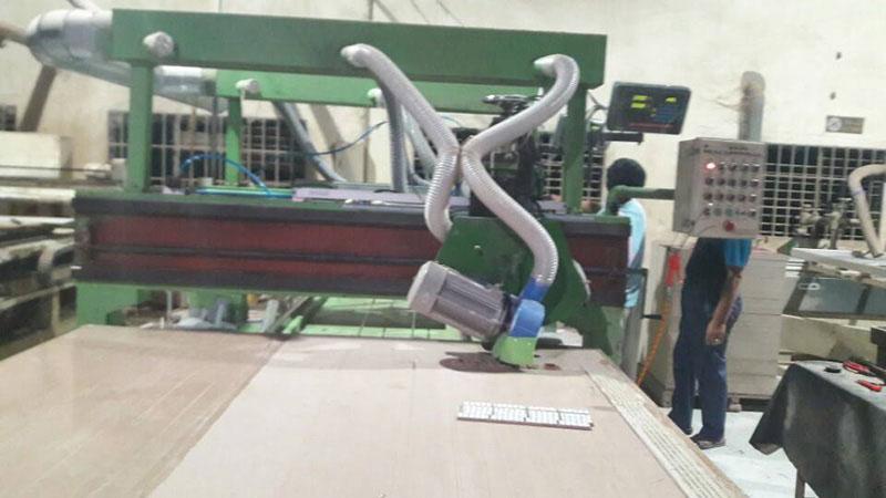 Lắp thước quang máy cưa gỗ Công Ty TNHH Đồ Gỗ Gia Dụng Màu Xanh 2